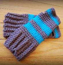 http://translate.google.es/translate?hl=es&sl=en&tl=es&u=http%3A%2F%2Fhippyhooker.blogspot.com.es%2F2014%2F02%2Fsuper-simple-fingerless-gloves-free.html