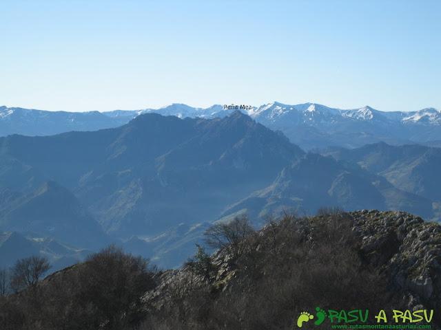 Vista de Peña Mea desde la cima del Trigueiro