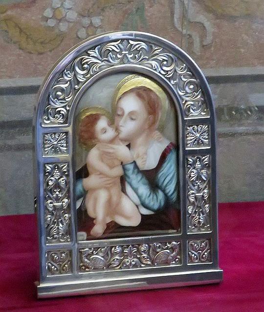 Ołtarzyk z wizerunkiem Matki Boskiej z Dzieciątkiem