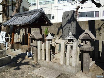 野江水神社慰霊塔