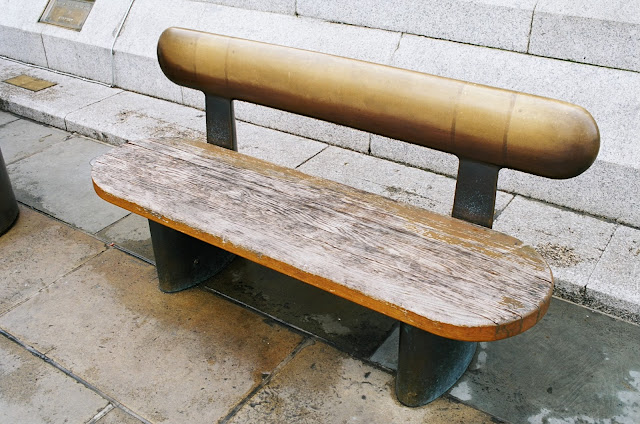 London bench Trafalgar Square National Gallery