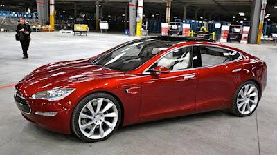 Tesla Car vs. Google Car vs. Apple car: di chi sarà il mercato delle auto elettriche senza pilota?