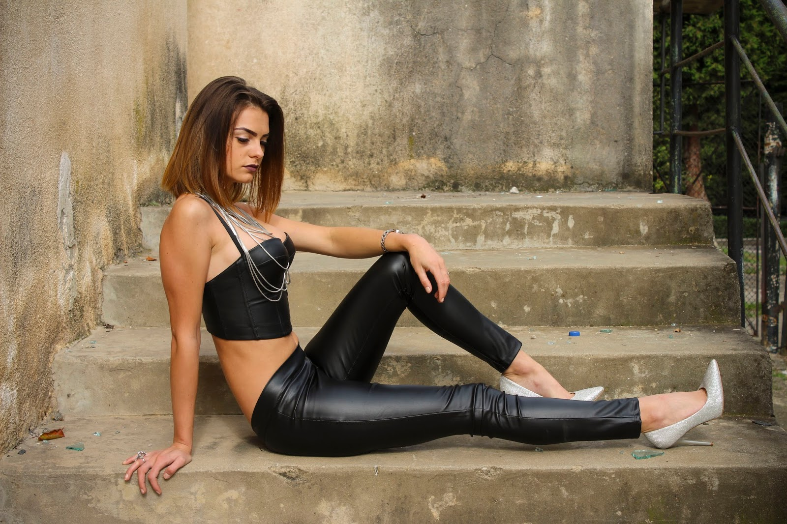hot-girl-in-leather