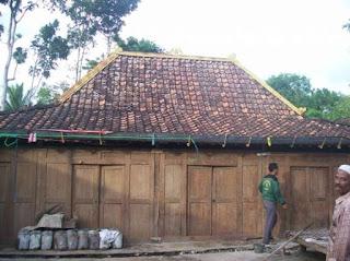Rumah Limasan Kayu Jati Kuno Antik