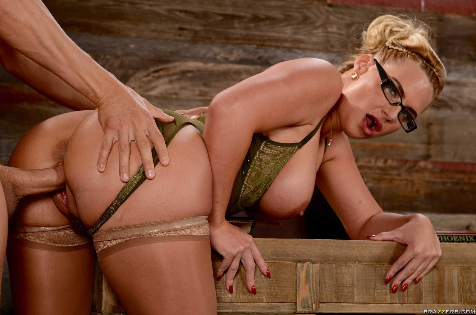 Horny blonde phoenix marie undresses to black leather boots on the bed for a penthouse shoot