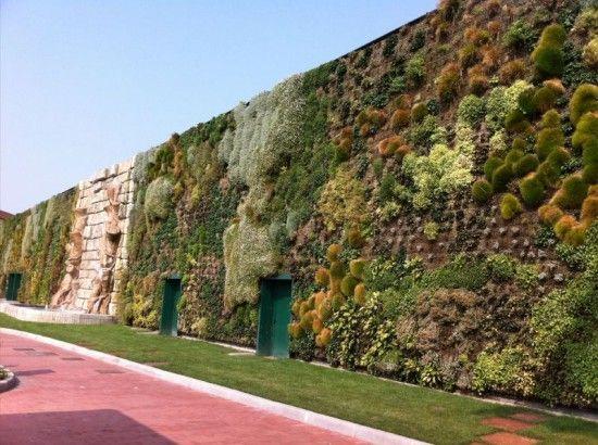 gambar 2 taman vertikal garden terbesar didunia