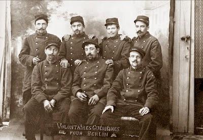 http://guemenesurscorff.blogspot.fr/2011/01/guerre-1914-1918-voici-une-photo.html