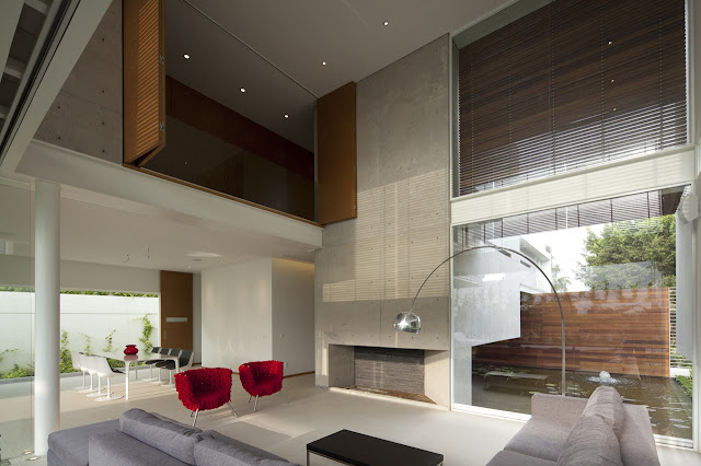 Double floor minimal living room in the FF House in Mexico