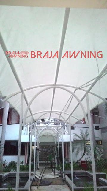 Tenda membrane untuk jalan di gedung