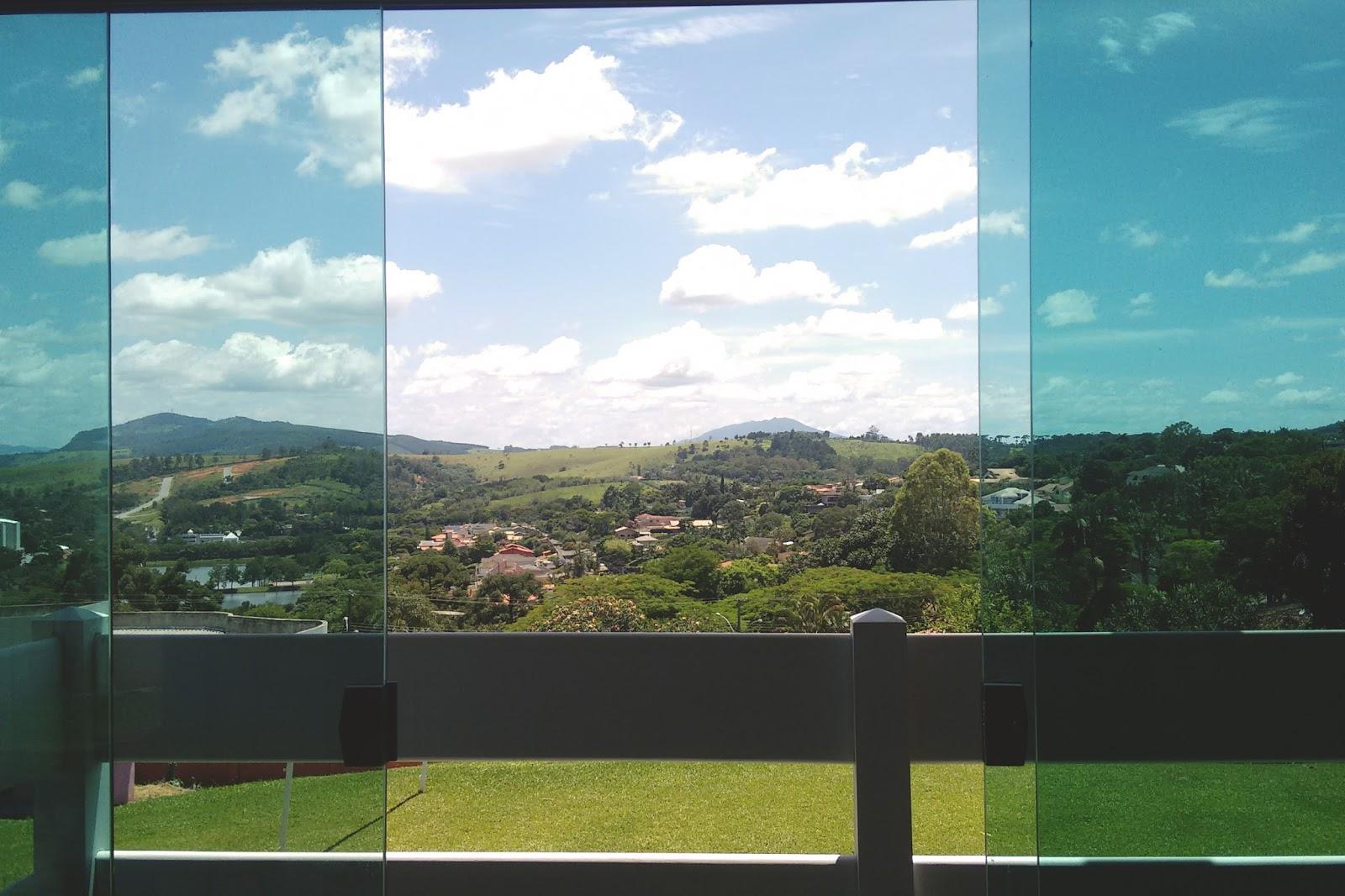vista da janela da sacada da sala