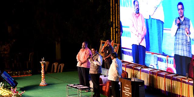 १५ लाख ४२ हजार शेतकऱ्यांच्या खात्यावर कर्जमाफीचे ६५०० कोटी भरले - मुख्यमंत्री