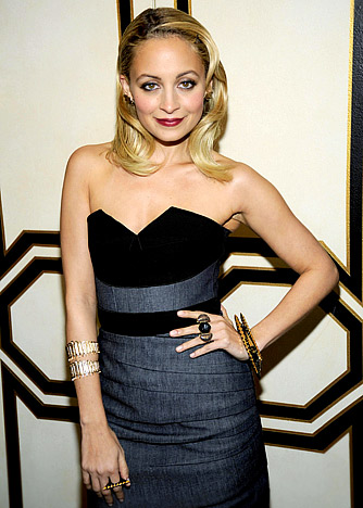 138b750fd47 Nicole Richie does old School Hollywood Glamour with a modern twist. I love  the unexpected pairing of gold jewelry with a black gray color scheme.