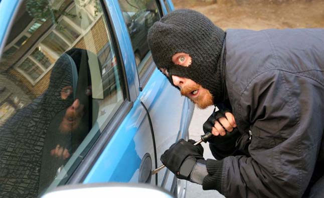 kleftes1 Πώς θα γλιτώσεις το αυτοκίνητό σου από τους κλέφτες zblog, κλέφτες, κλοπή