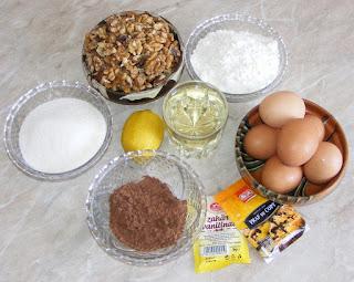 retete cu oua nuci zahar cacao lamaie si ulei, cu ce se face prajitura semiluna, retete culinare,