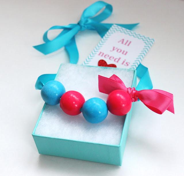 DIY Bubble gum necklace