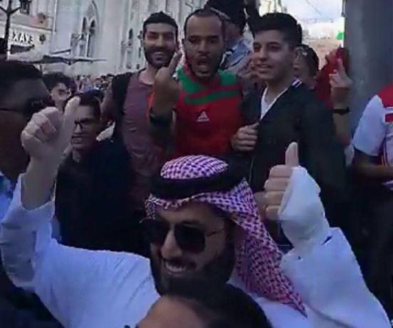 الجماهير المغربية في موسكو لتركي آل الشيخ: السعودية خونة (فيديو)