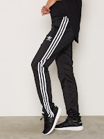 https://nelly.com/be/womens-fashion/clothing/trousers-shorts/adidas-originals-890/firebird-tp-891169-0426/