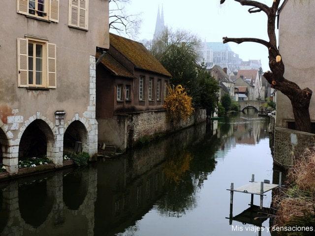 canales de la ciudad de Chartres, Francia