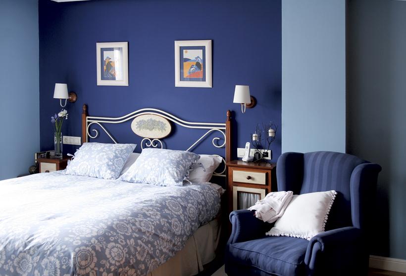 Decoracion actual de moda paredes azul marino - Como pinto mi habitacion ...