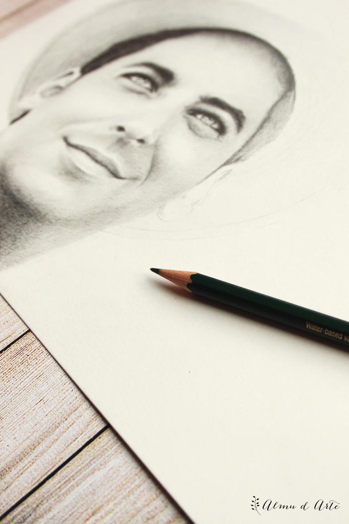 Dibujo realista de un rostro masculino