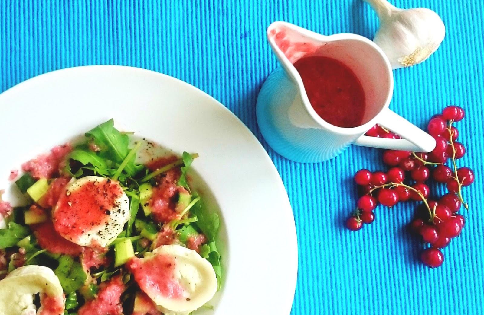 Sommersalat mit Johannisbeeren-Gurken Dressing