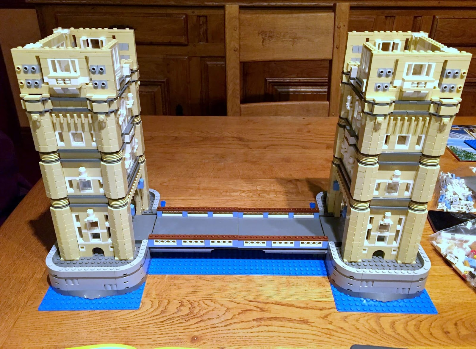 Building Lego Tower Bridge 10214 | Connecting the towers with the bridge.