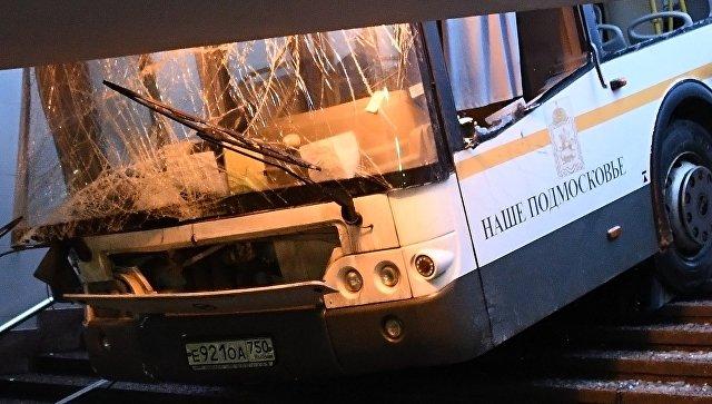 Водитель объяснил, почему автобус протаранил пешеходов в Московском подземном переходе