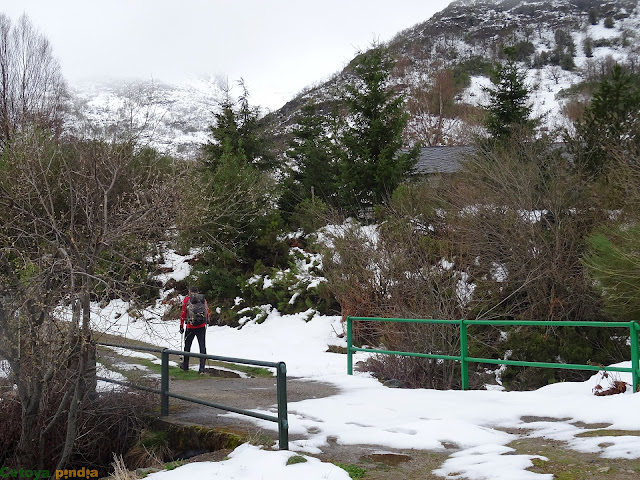 Cruzando el puente en la Braña de Susañe