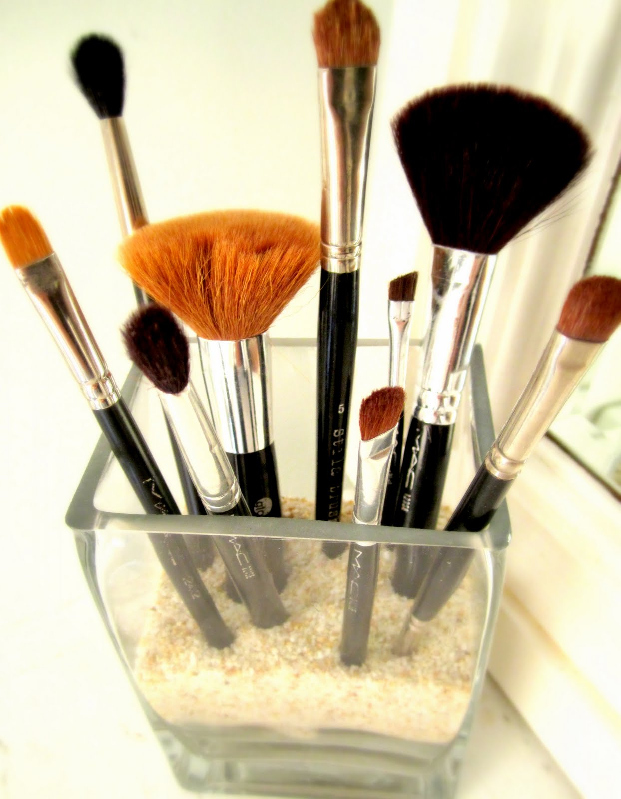 Makeup Brushes Sponge Collection: Fashion Beauty Glamour: Ways To Store Your Makeup Brushes