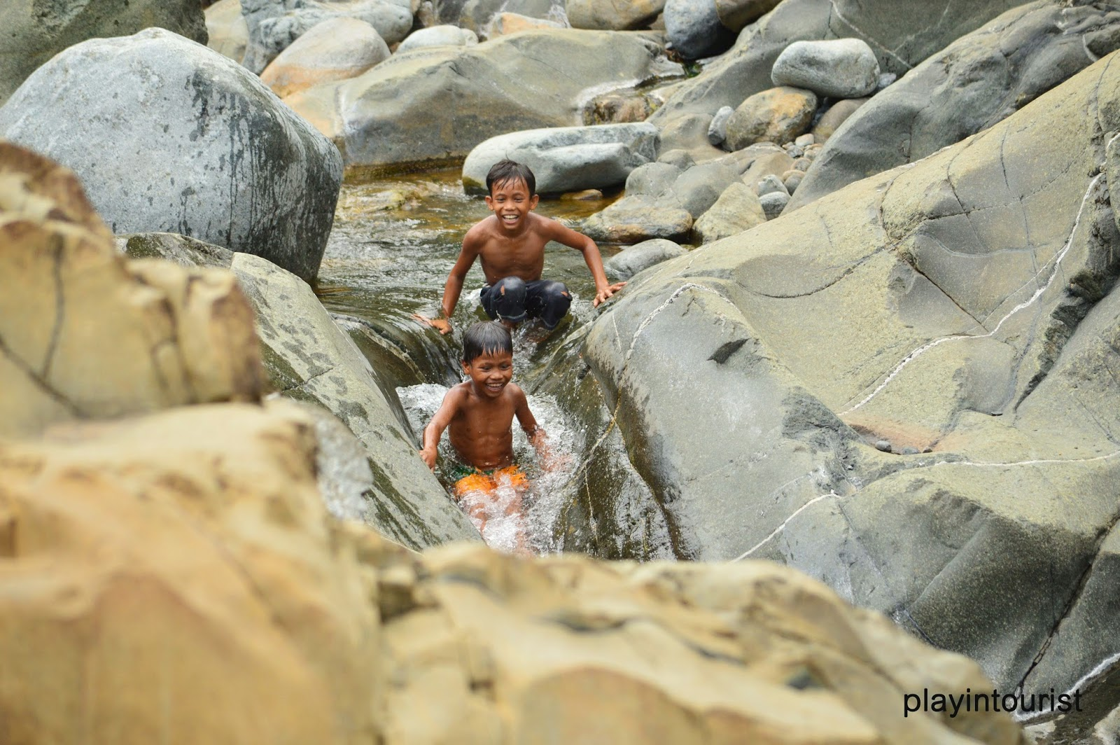 Pamalingkingen River rock boulders