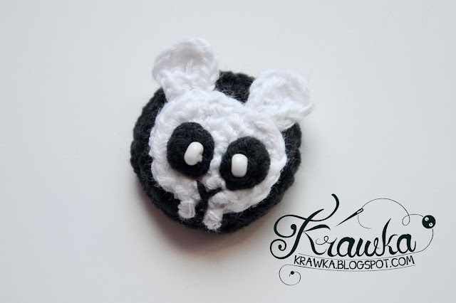 Krawka: Crochet buttons / pins / brooshes: Three little bunnies: pirate, zombie, skeleton