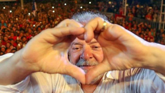 Lula está apaixonado e quer casar com namorada 30 anos mais nova