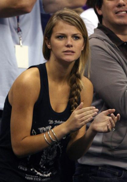 Andy roddick wife Goes! apologise