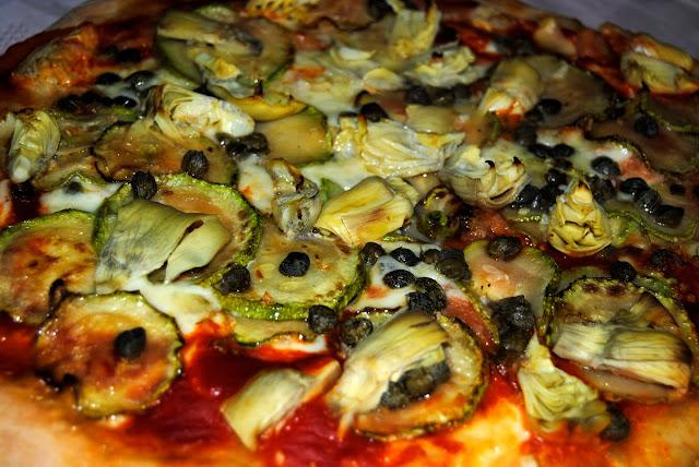 Pizza con Alcahofas, Calabacines y Alcaparras. Receta