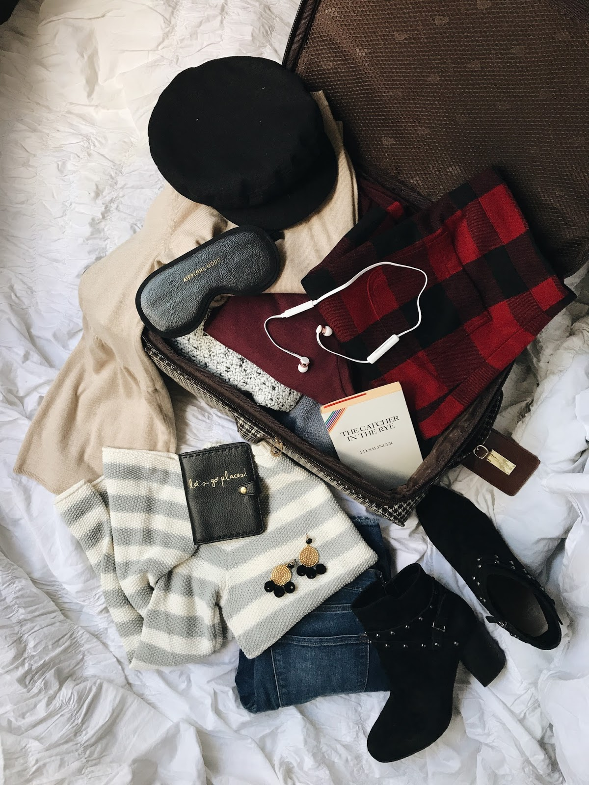 How To Pack A Capsule Wardrobe for Fall and Winter Travel