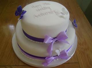 kue ulang tahun hari pernikahan