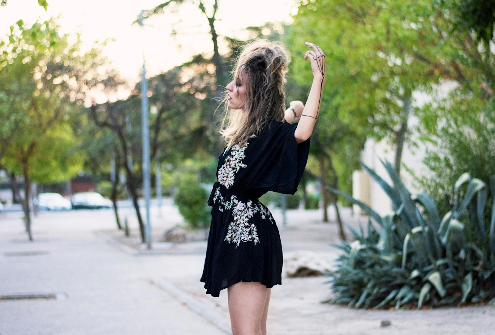 vestido negro boho