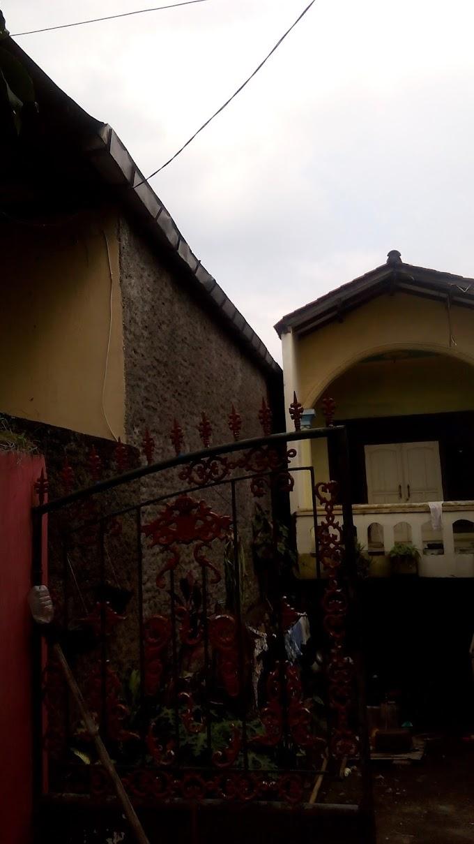 Saniti Berharap Tumpahan Air Hujan Gudang Milik Tetangga Yang Masuk Rumah Bisa Cepat Diperbaiki