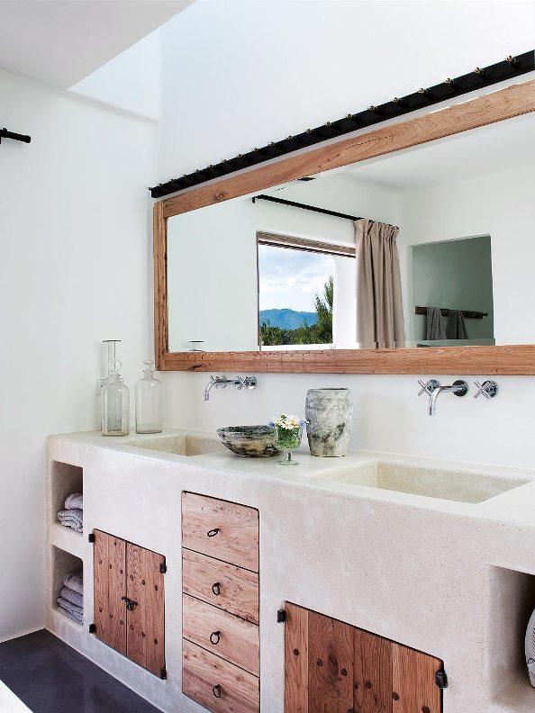 mueble de baño realizado con marmol y madera reciclada chicanddeco