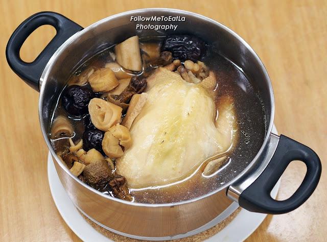 象拔蚌海味炖鸡  Double Boil Chicken Soup With Geoduck RM 88