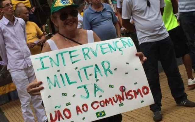 Classe média alta adere ao golpe. Mais pobres defendem Dilma