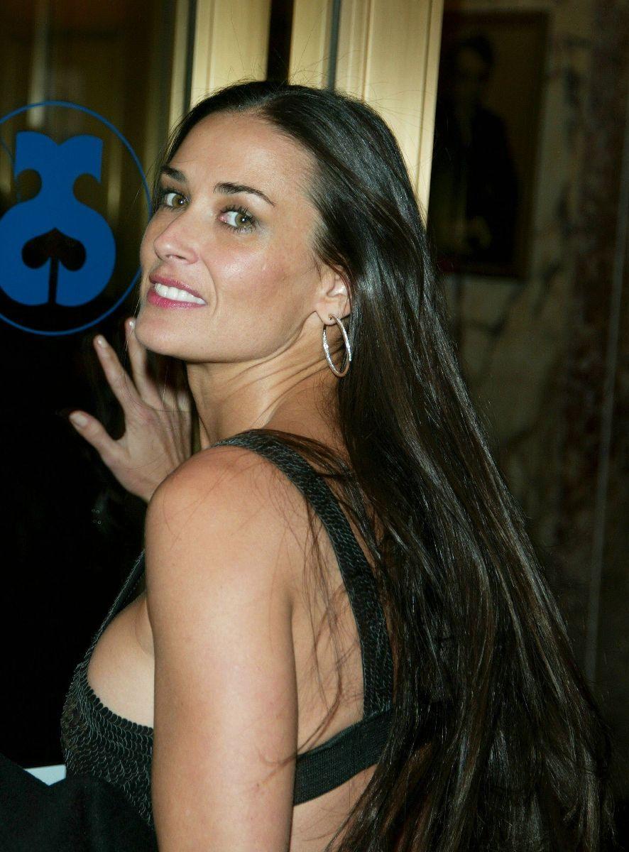 Demi Moore Bio and Pics | Popular Celebrity and Models