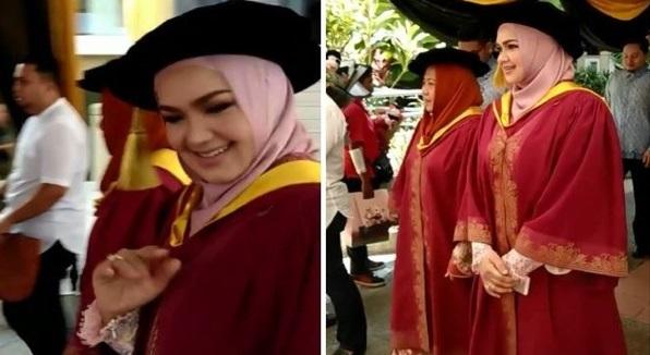 Apa Kelayakan Dia Pakai Jubah Tu. Persoalkan Datuk Siti Pakai Jubah Konvo, Ini Kecaman Padu Netizen
