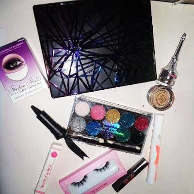 http://magsbeautyblog.blogspot.com/2016/12/msc-paillettes-violettes-les-limites-de.html