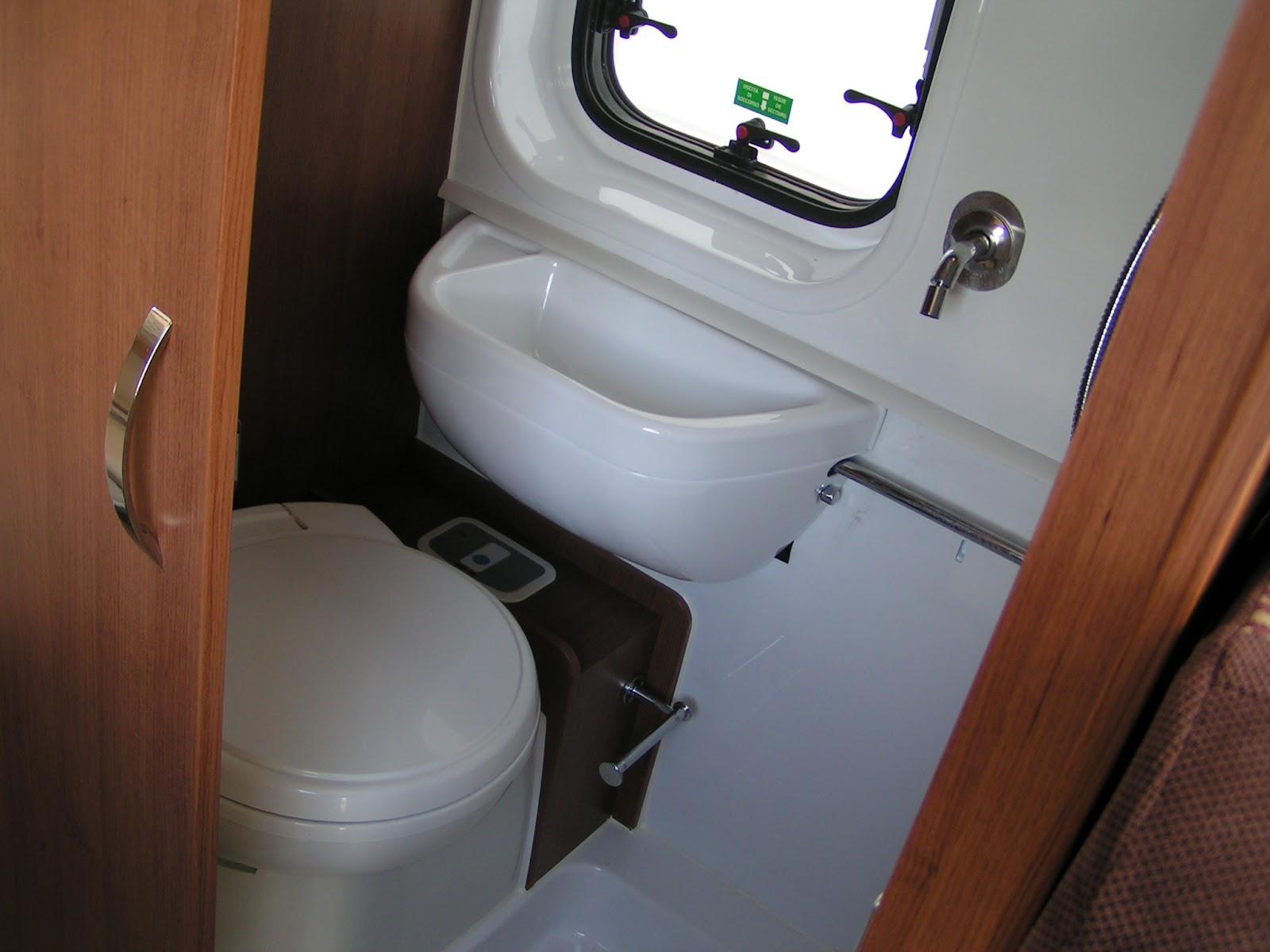 essai longue dur e du fourgon chausson twist 02 prestige juillet 2012. Black Bedroom Furniture Sets. Home Design Ideas