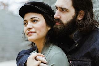 Anziehung und Begehren von der wahren Liebe unterscheiden