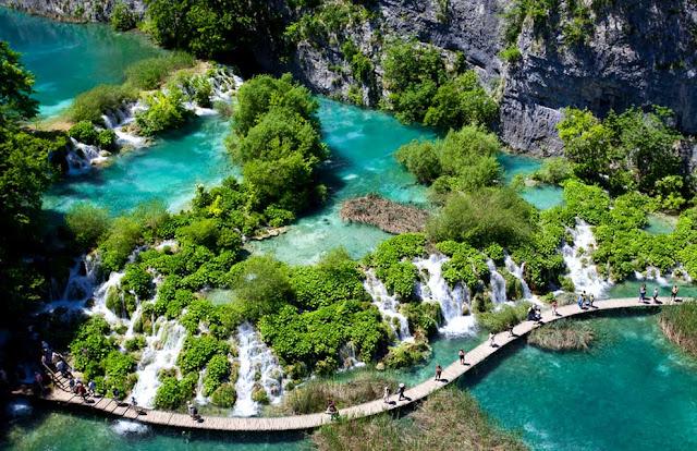جولة سياحية أجمل البلاد مستوى العالم كرواتيا بليتفيتش Walking-through-Plitvice-NP.jpg