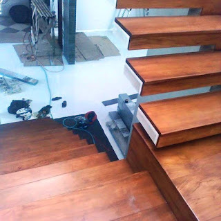 papan kayu tangga