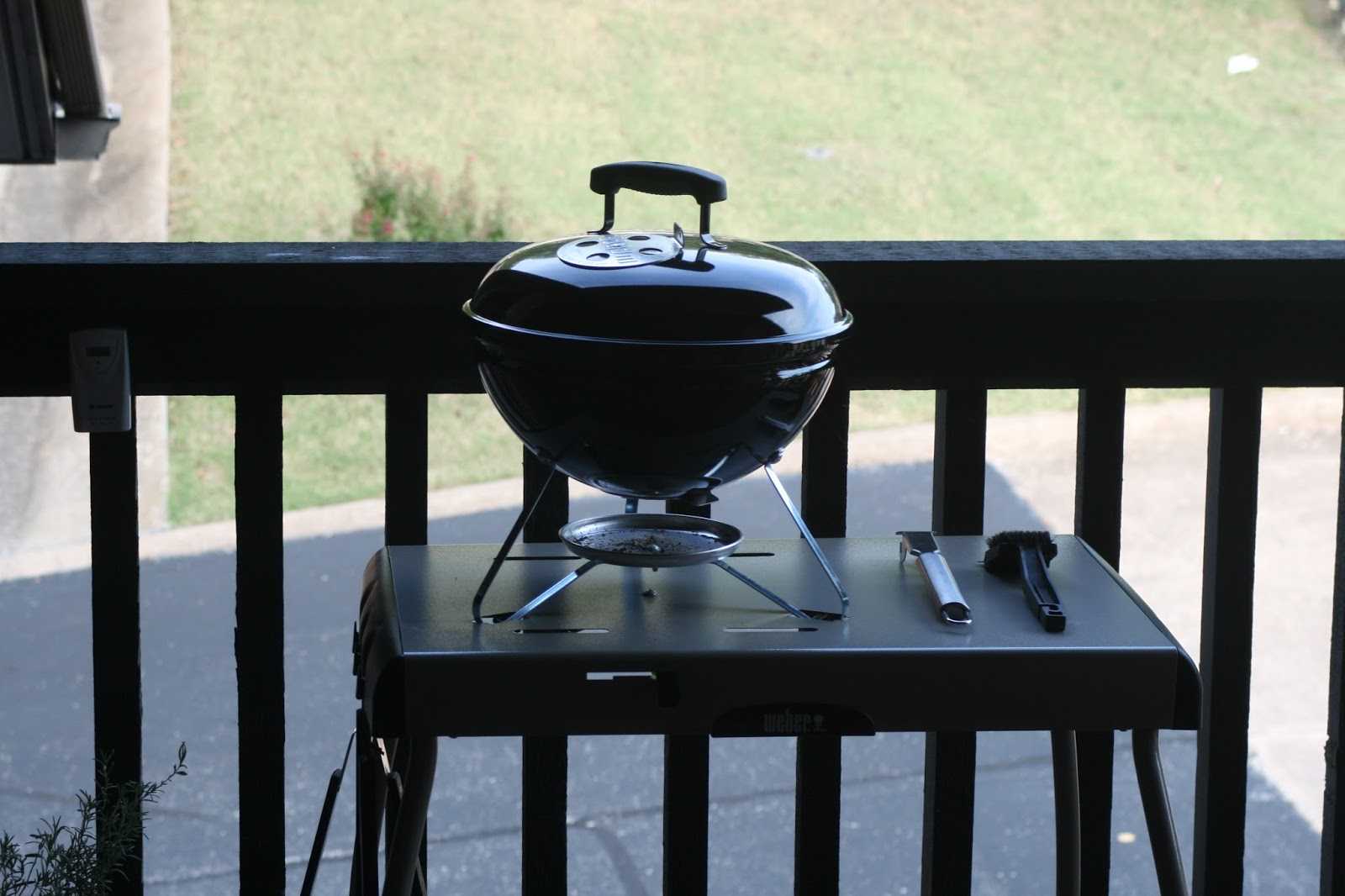 forsythkid bbq chicken on a weber smokey joe. Black Bedroom Furniture Sets. Home Design Ideas