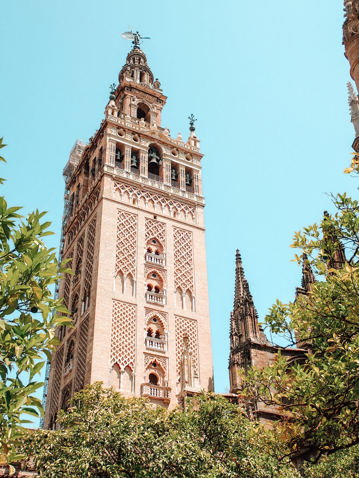 giralda-séville-minaret-clocher-architecture-chrétienne-islamique